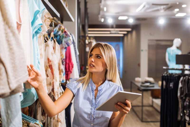 acheteur-de-mode-fashion-buyer