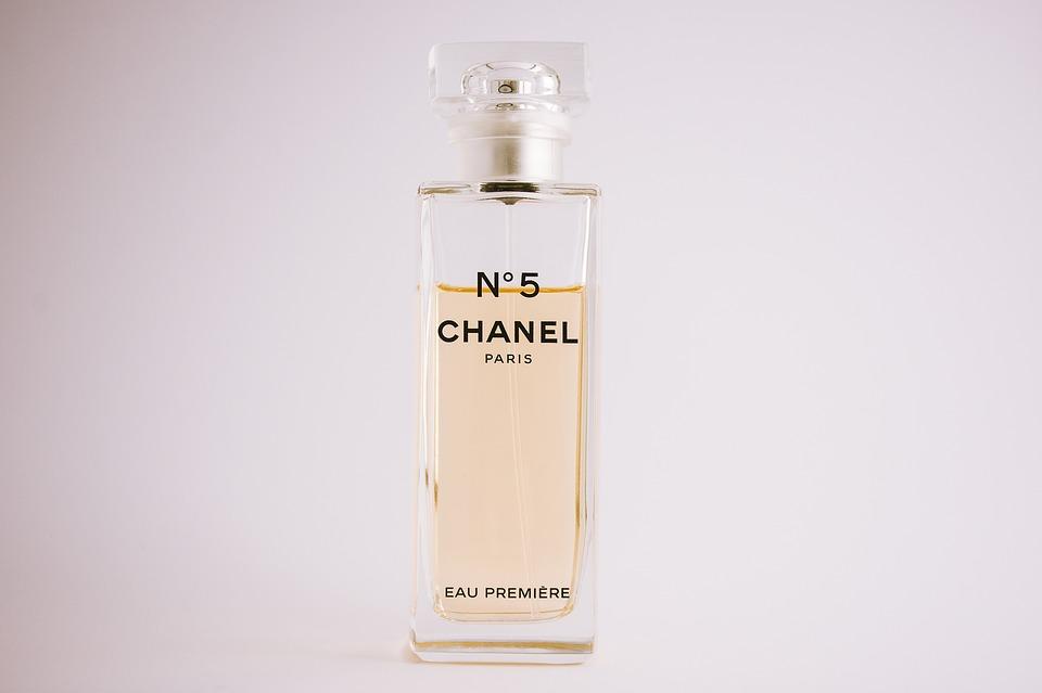 la-parfumerie-et-la-cosmetique-dans-le-milieu-du-luxe-et-de-la-mode